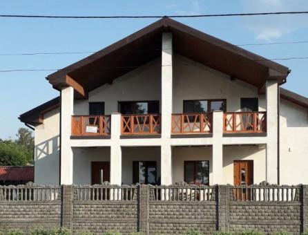 Котедж на території бази «Лебідь»